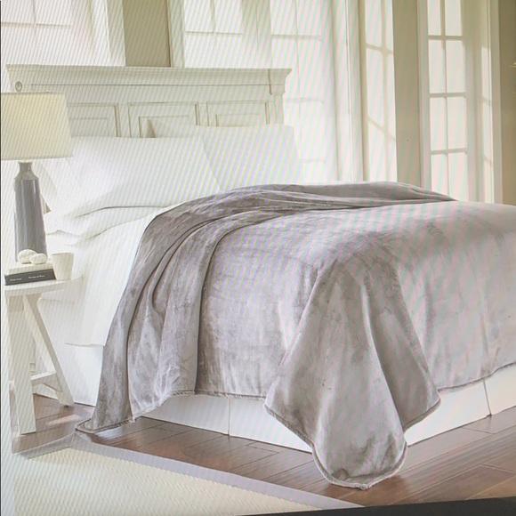 Royal Velvet Bedding Silk Touch Blanket Poshmark
